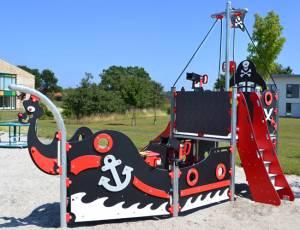 Spielschiff Pirat mit Rutsche
